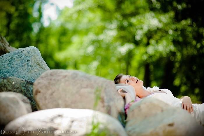И на камнях... лежат невесты