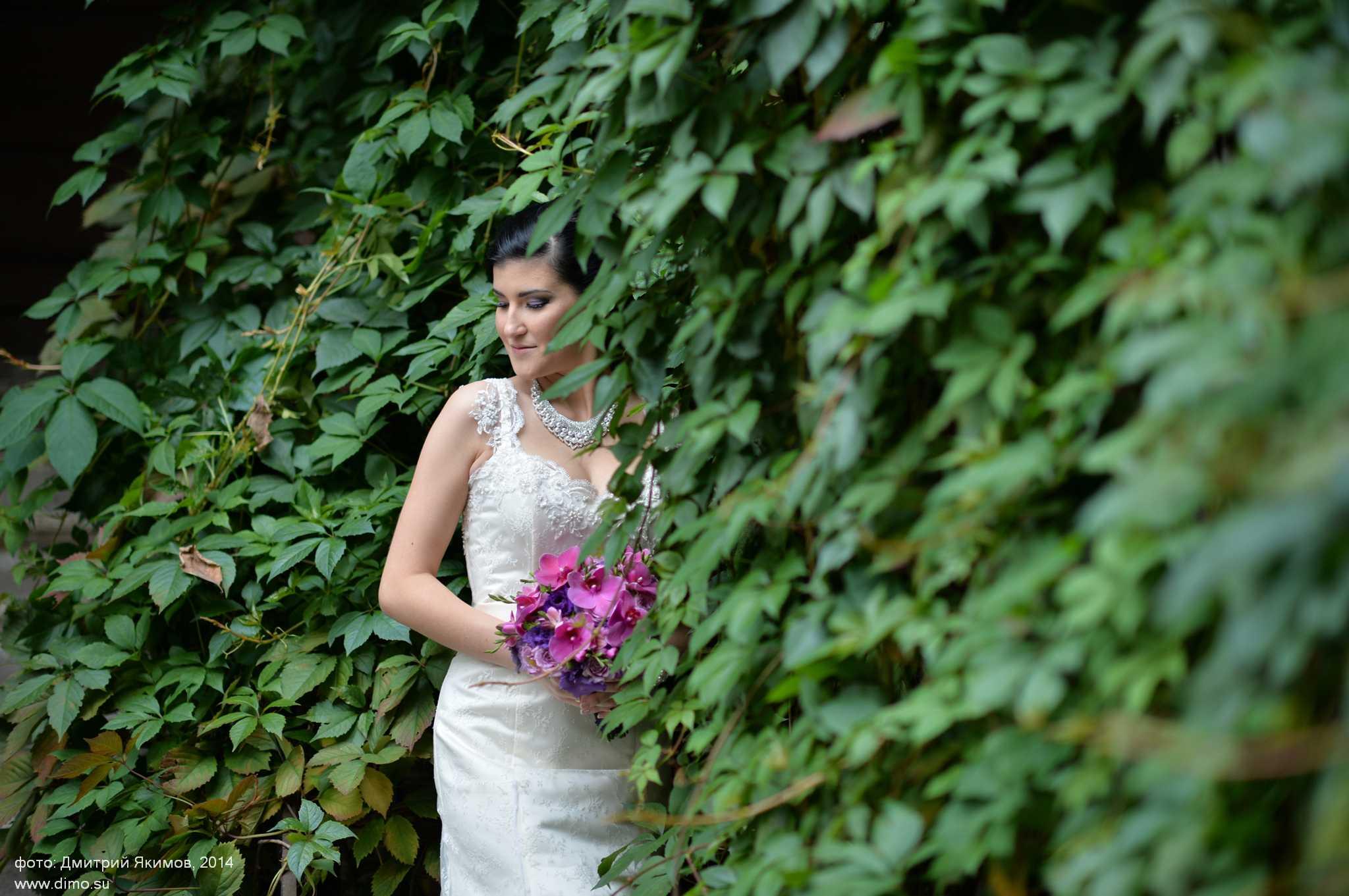 Прелестная невеста в зелени
