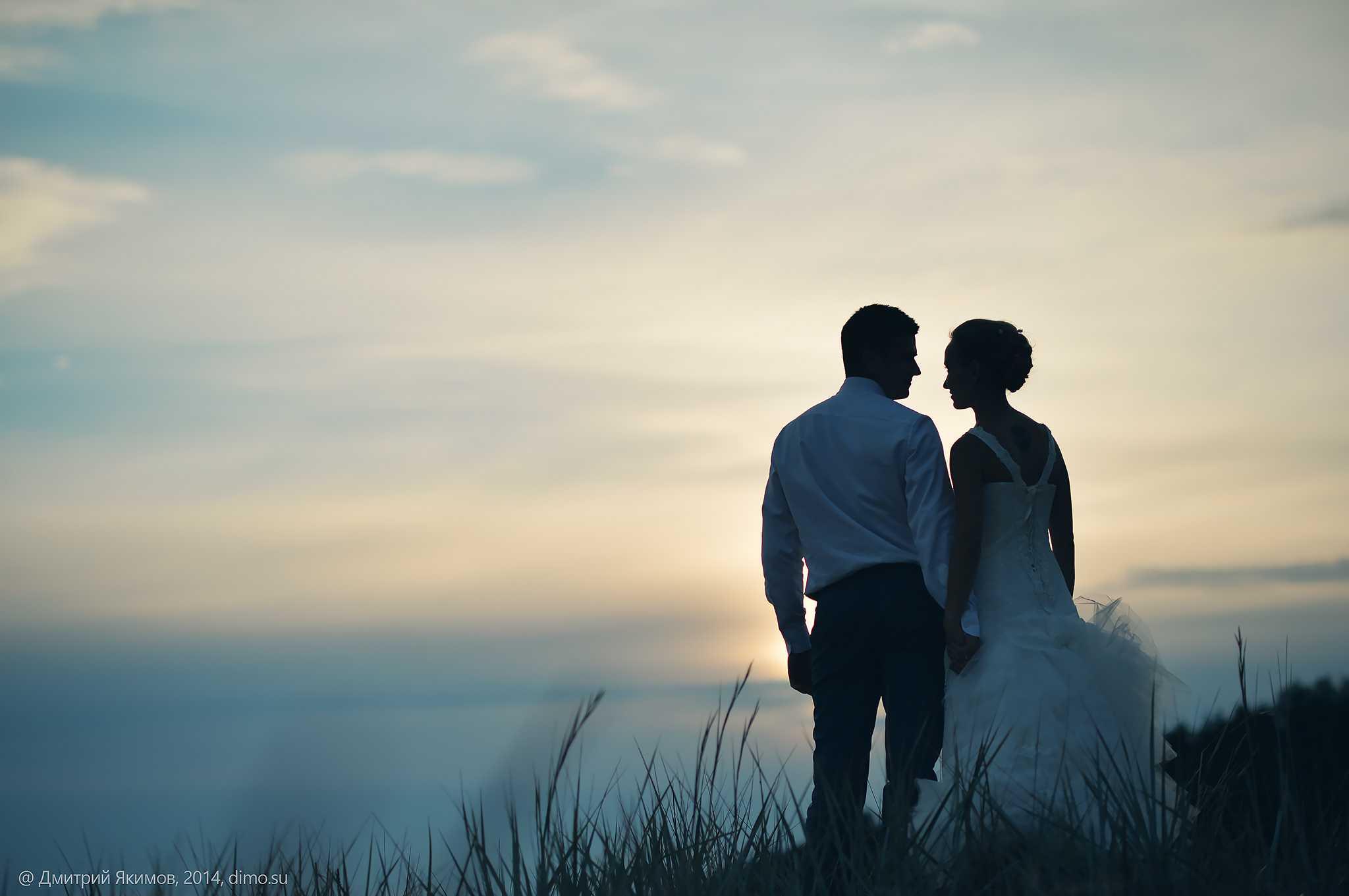 Свадебный фотосет на заливе вечером